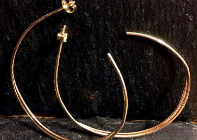 9ct Gold hoop ú42