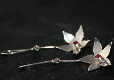 Hanging blossom earrings with a ruby front and back