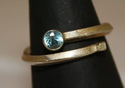 Topaz adjustable ring ú52